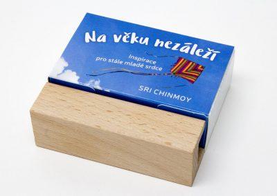 Na věku nezáleží – s dřevěným stojánkem - Sri Chinmoy